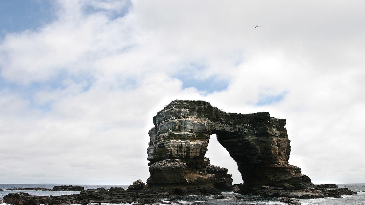"""Срути се """"Арката на Дарвин"""" на Галапагоските острови"""