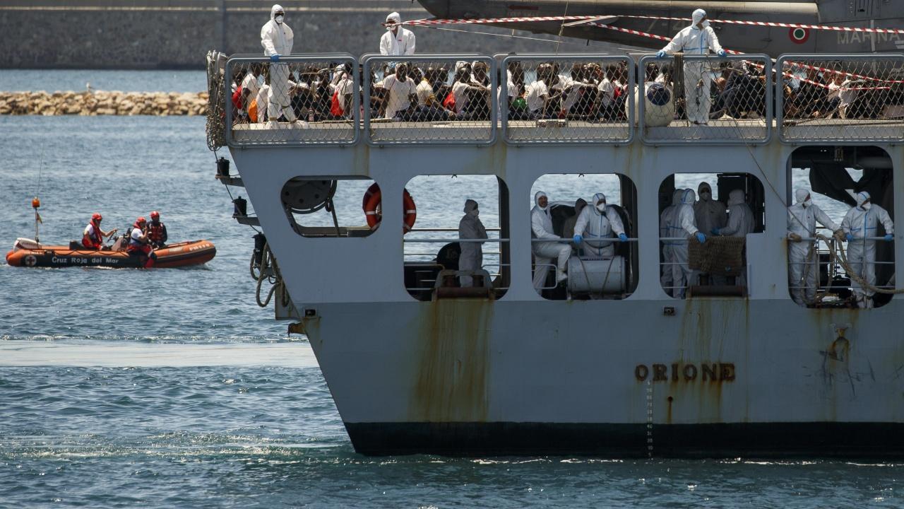 Близо 8000 мигранти са влезли в Сеута от вчера сутринта