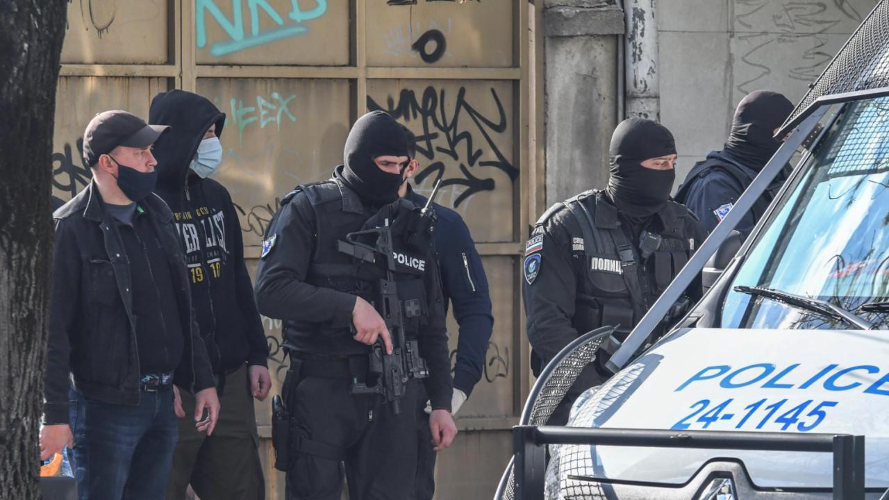 Удар: Масови арести на пловдивски полицаи за тежки престъпления