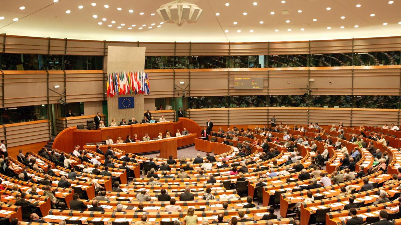 Европейският парламент ще гласува за замразяване на сделката с Китай