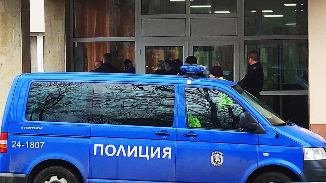 Полицията на крак: Друсана и пияна жена заплаши, че ще се самоубие