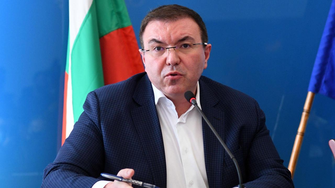 Проф. Костадин Ангелов отново атакува служебния здравен министър