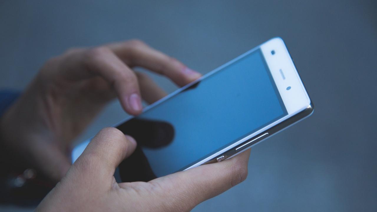 Хванаха зрелостник от Пазарджик с мобилен телефон на матурата по БЕЛ, изгониха го