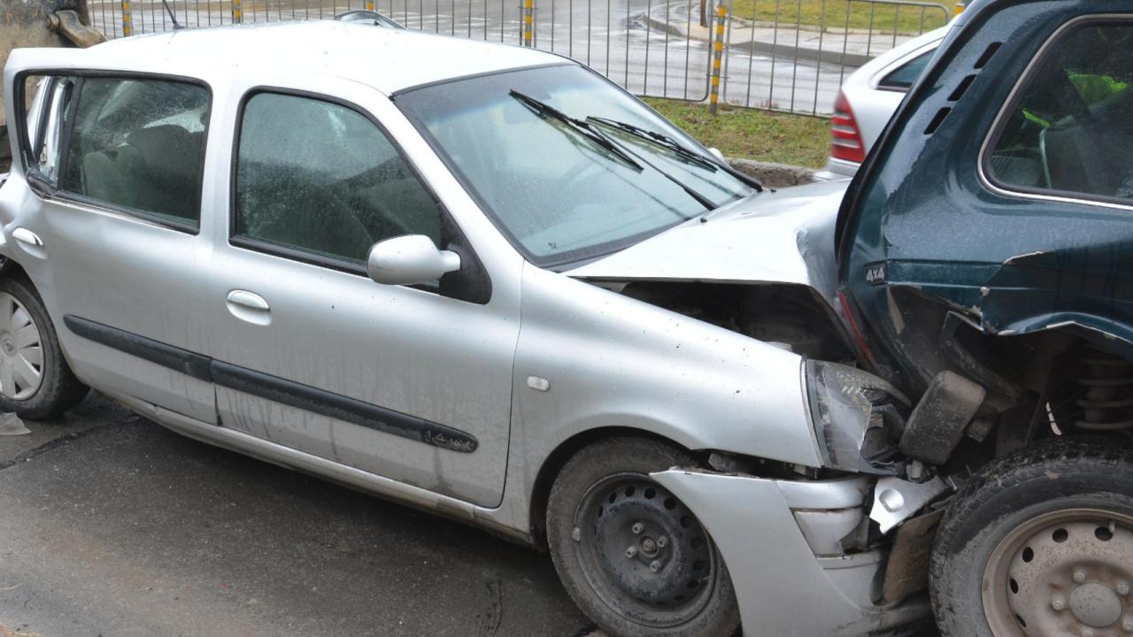 Жестока верижна катастрофа между ТИР и четири коли - загинал е 32-годишен мъж
