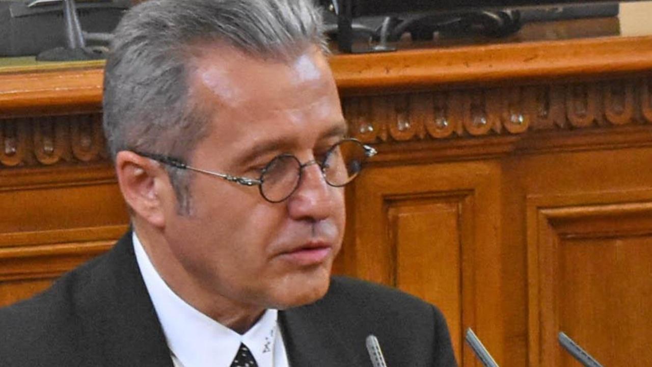 Йордан Цонев разкри има ли отношение Пеевски към ББР