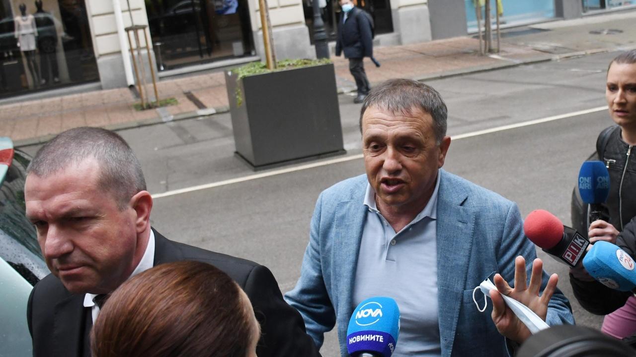 Иван Ангелов: Искам на детектор на лъжата заедно с Илчовски