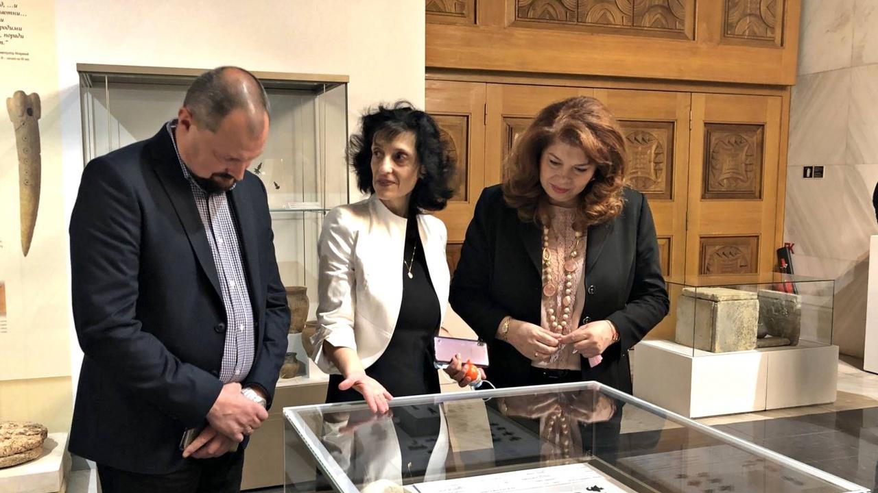 Йотова беше гост на откриването на обновената Слънчева зала на НИМ