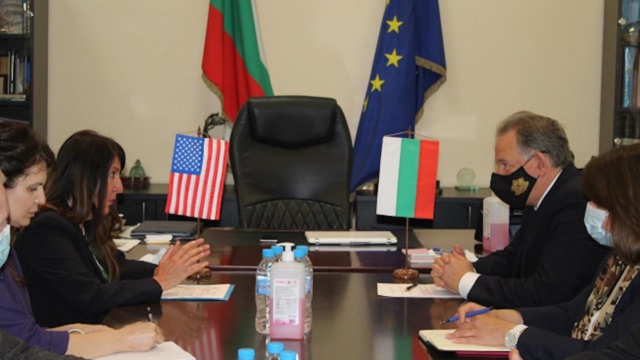 Министърът на здравеопазването д-р Стойчо Кацаров разговаря с  Херо Мустафа