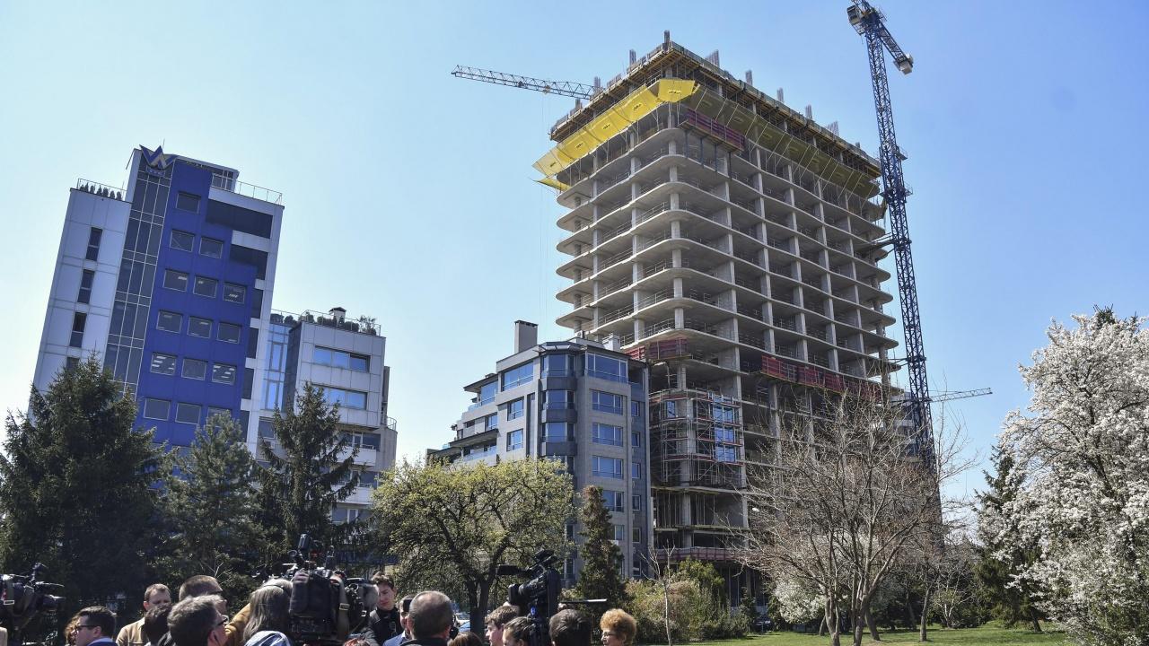 """ДНСК ще извърши нова проверка на сградата """"Златен век"""""""