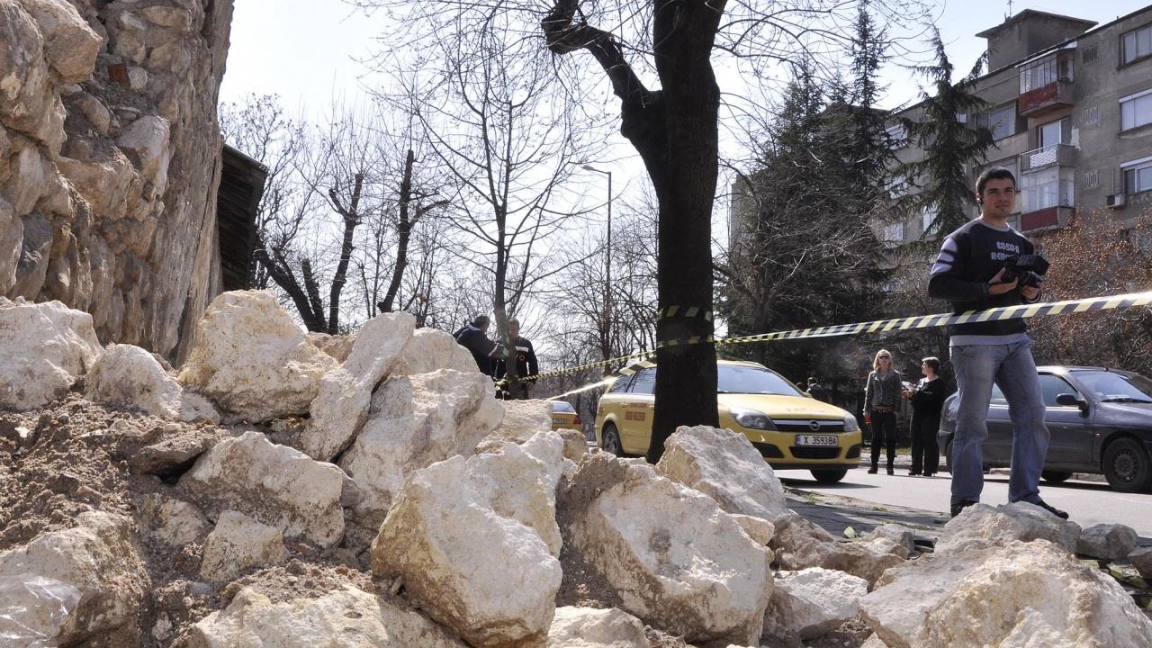 Стара сграда рухна в центъра на Пловдив, ранен е 40-годишен работник