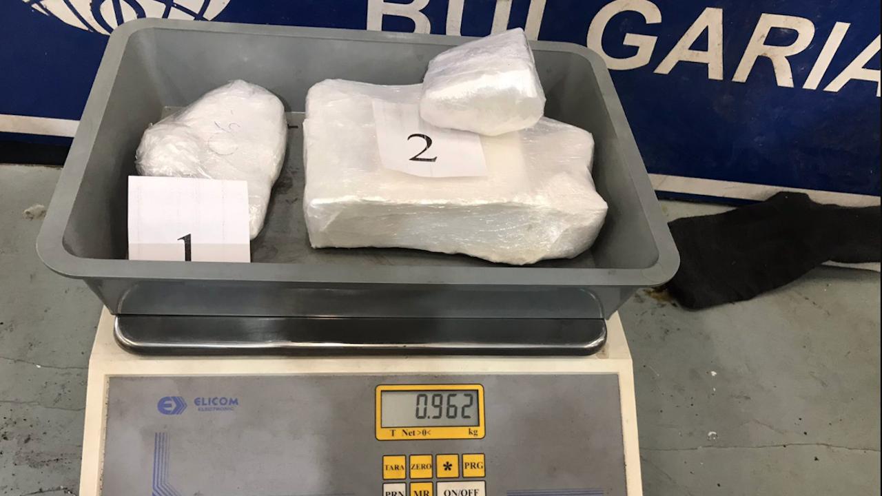 """Митничари откриха близо килограм кокаин в автомобил на ГКПП """"Дунав мост"""""""