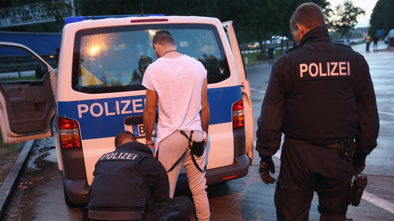 В Германия заловиха мъж, заподозрян, че продавал на Русия компоненти за разработване на ракети