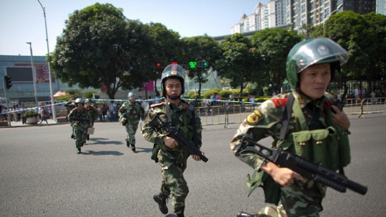 Автомобил прегази хора в Североизточен Китай, четирима загинаха