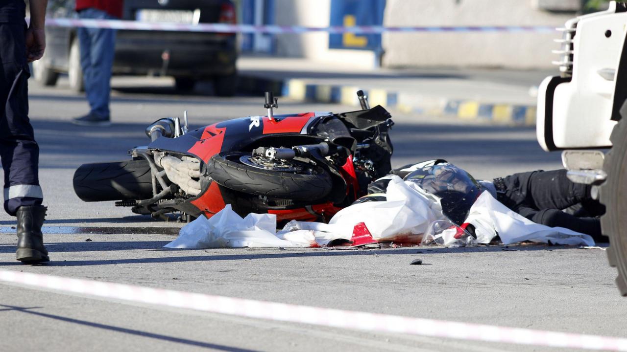 47-годишен моторист се заби в камион и загина на място в Димитровград
