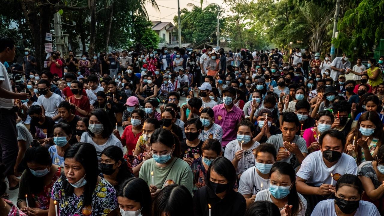 Уволниха над 125 000 учители в Мианма, застанали срещу преврата
