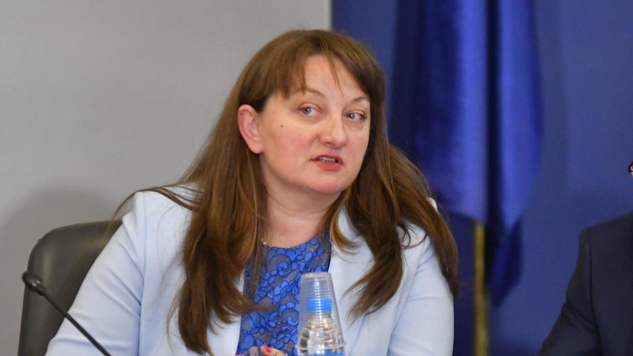 Сачева: Служебното правителство се занимава само с клевети и манипулации