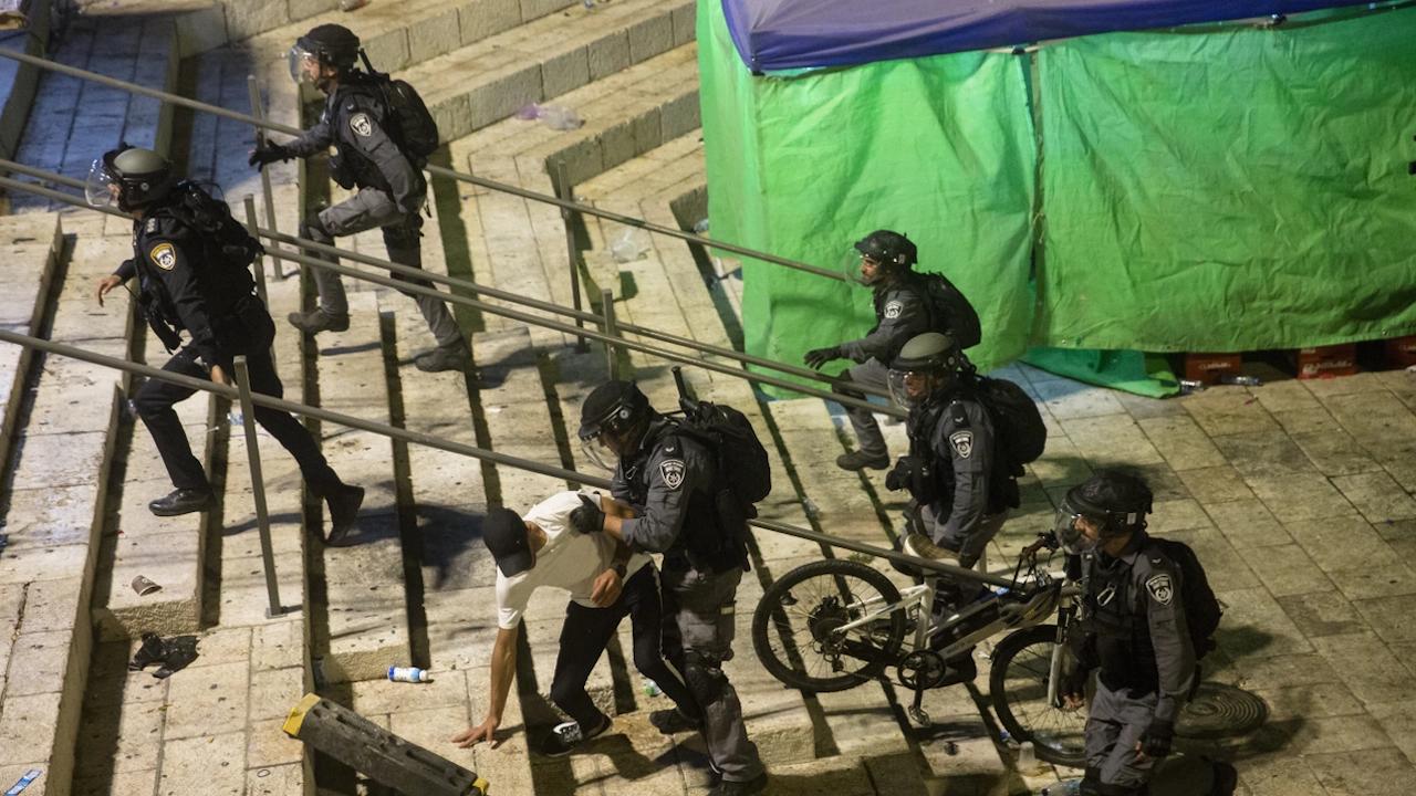 Ново напрежение - палестинец рани с нож двама израелци в Ерусалим, полицията го застреля