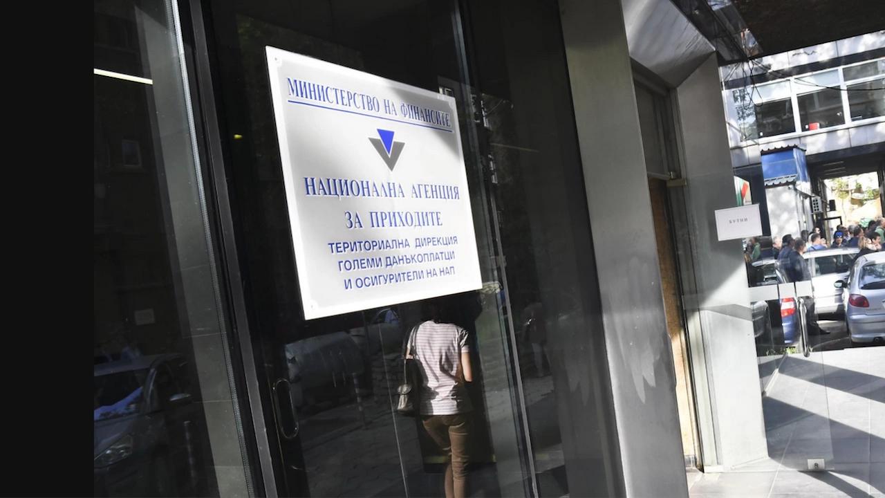 Стана ясен собственикът на 2 фирми с опростени 277 млн. лева данъци