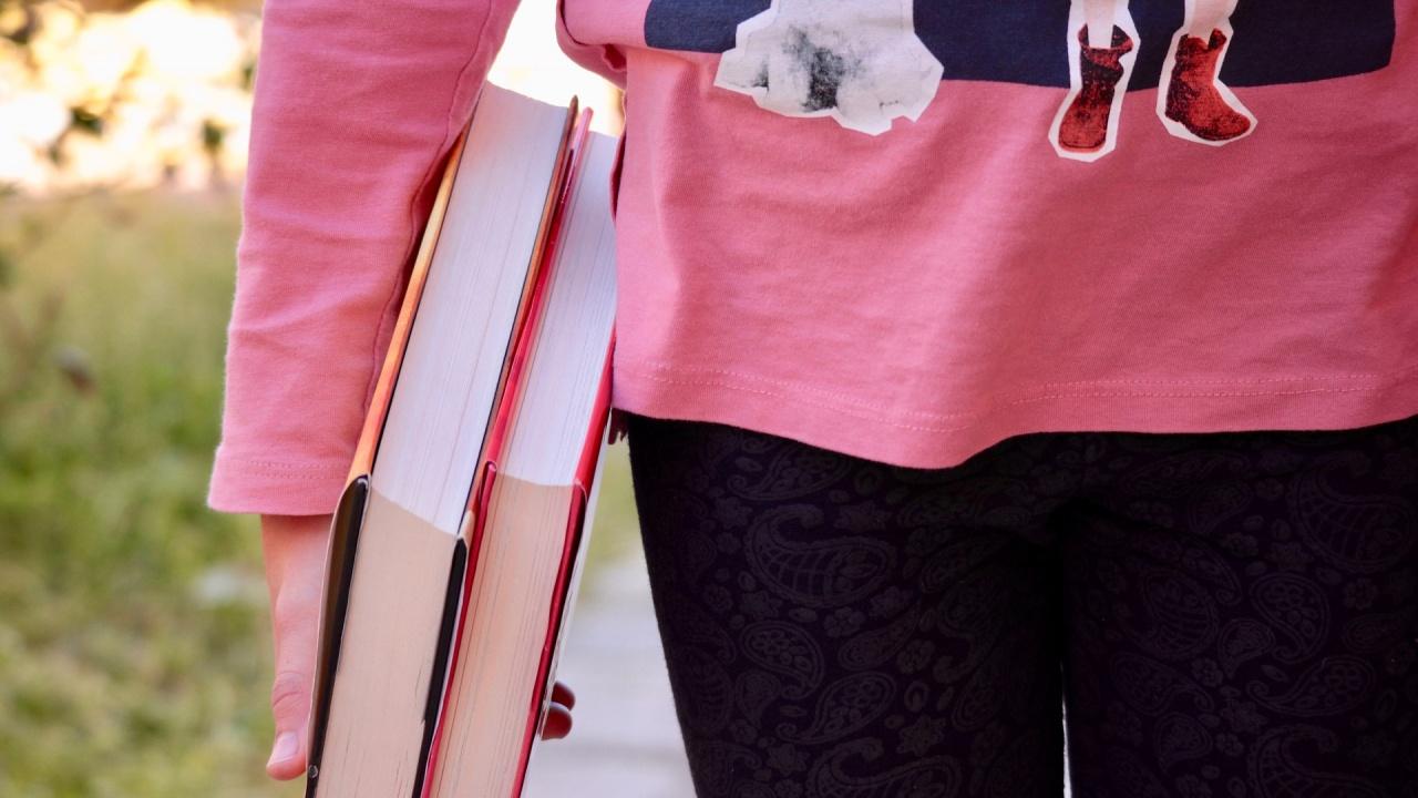 Студентите от частните университети искат също да получават стипендии