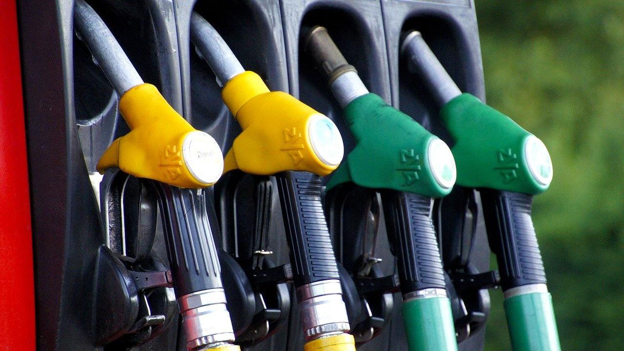 За една година бензинът в Гърция е поскъпнал с 21%
