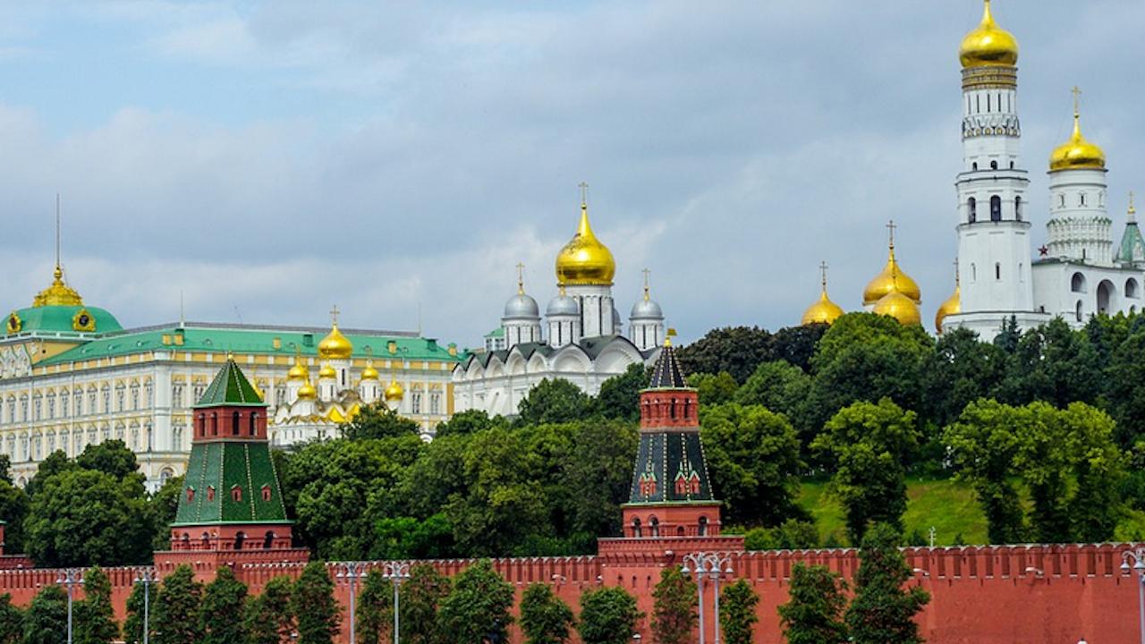 Кремъл изрази съжаление, че ЕС препоръчва да се заобикаля въздушното пространство на Беларус