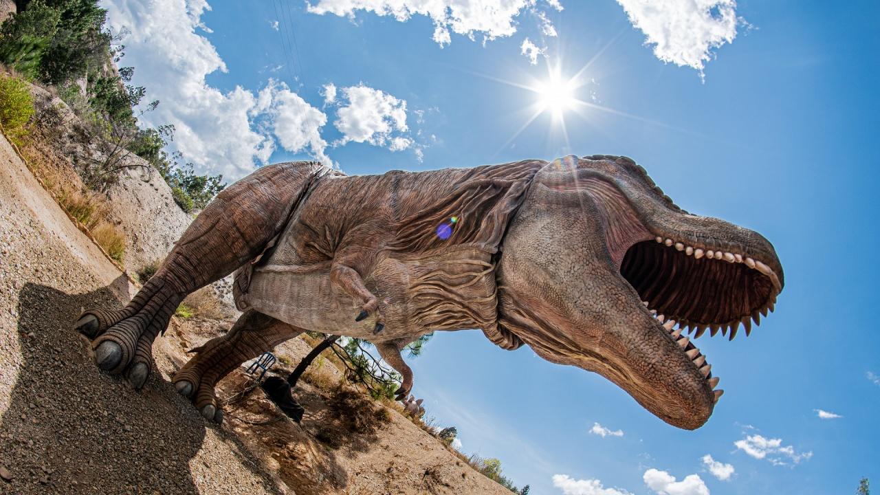 Откриха мъртвец в статуя на динозавър в Испания