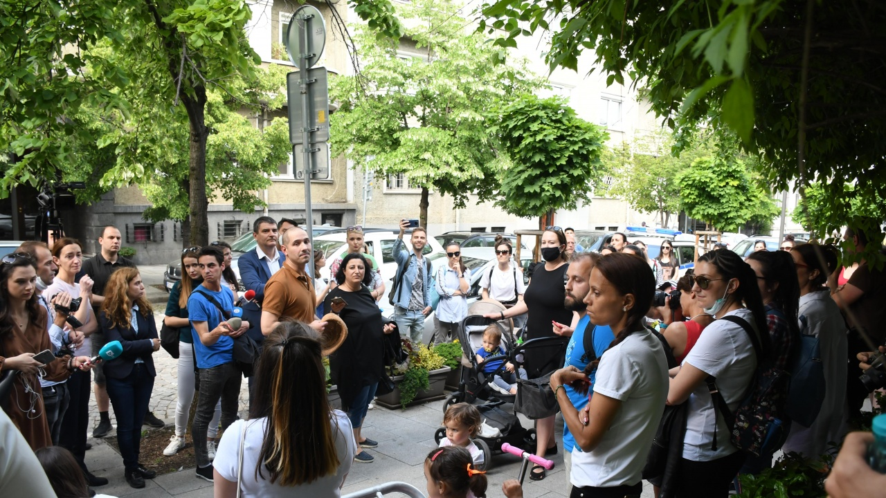 Протест заради детските градини в София, родителите искат оставката на Фандъкова