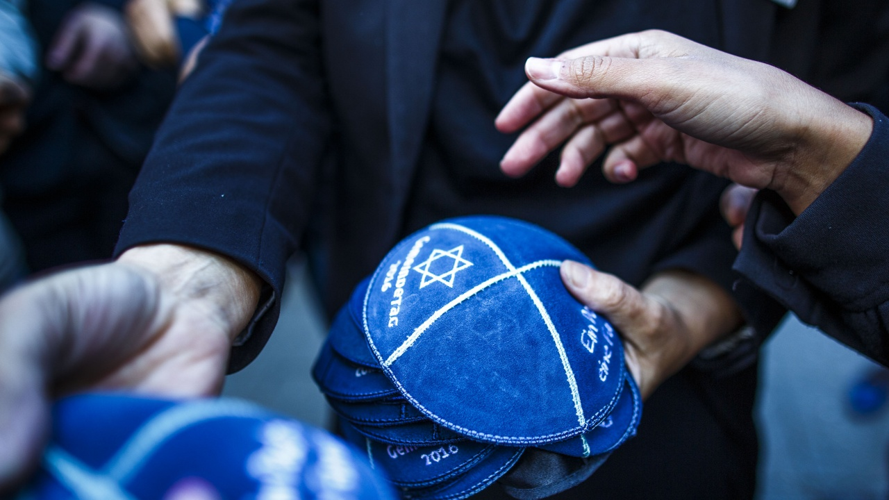 Мъж с еврейска шапчица беше нападнат в Магдебург