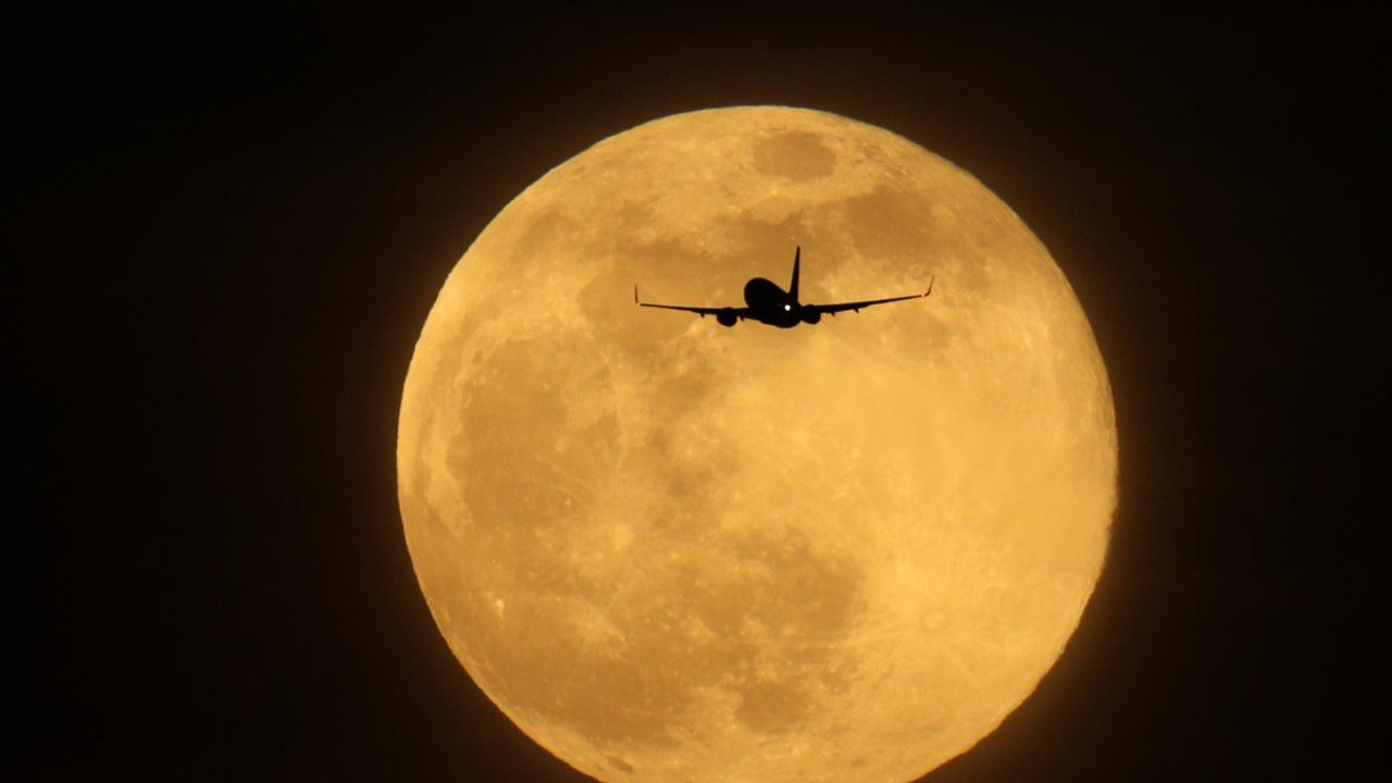 """Авиокомпания организира """"полет до супер Луната"""""""