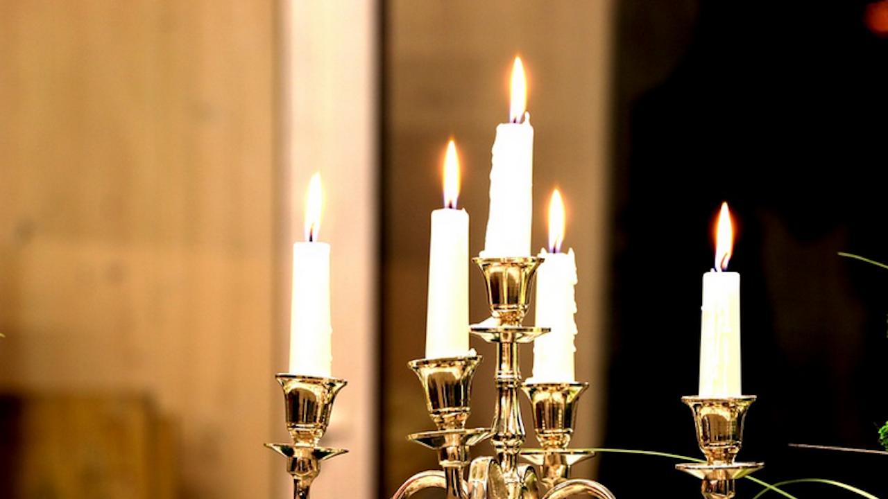 Общинският съвет в Кюстендил заседава на свещи