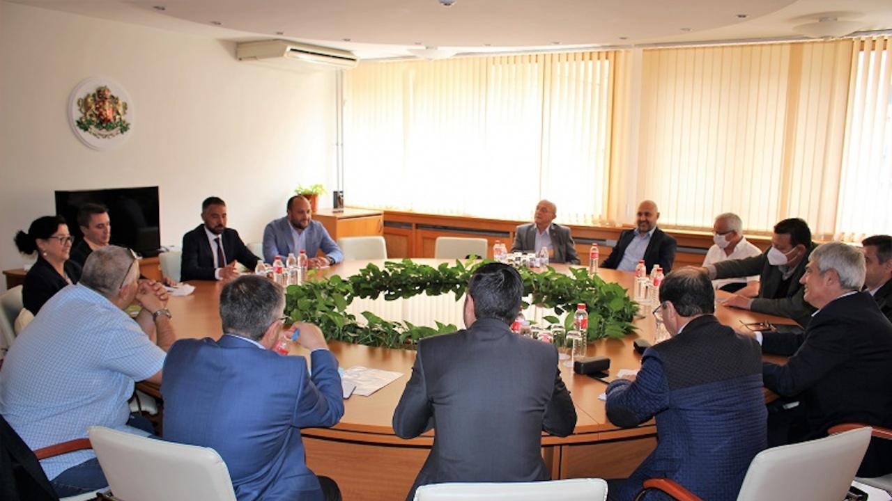 """Министър Живков се срещна с ръководствата на КНСБ и КТ """"Подкрепа"""""""