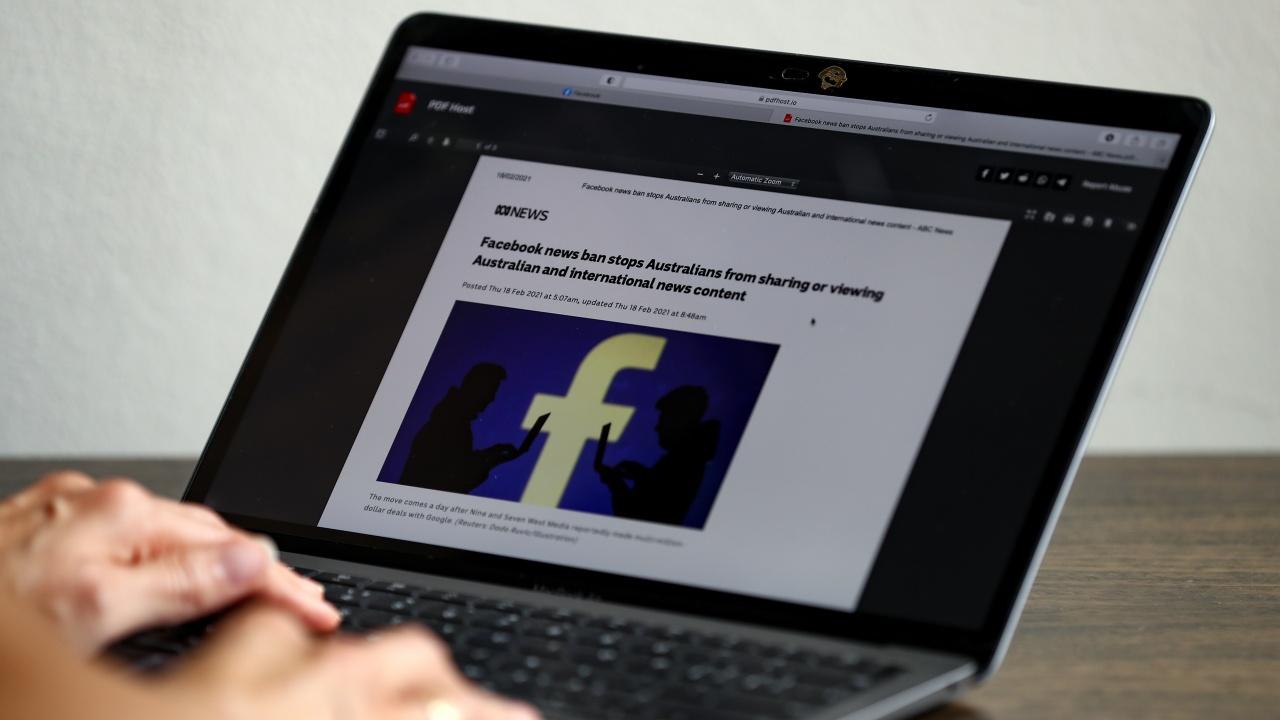 Фейсбук вече няма да премахва публикации с теории за лабораторен произход на COVID-19