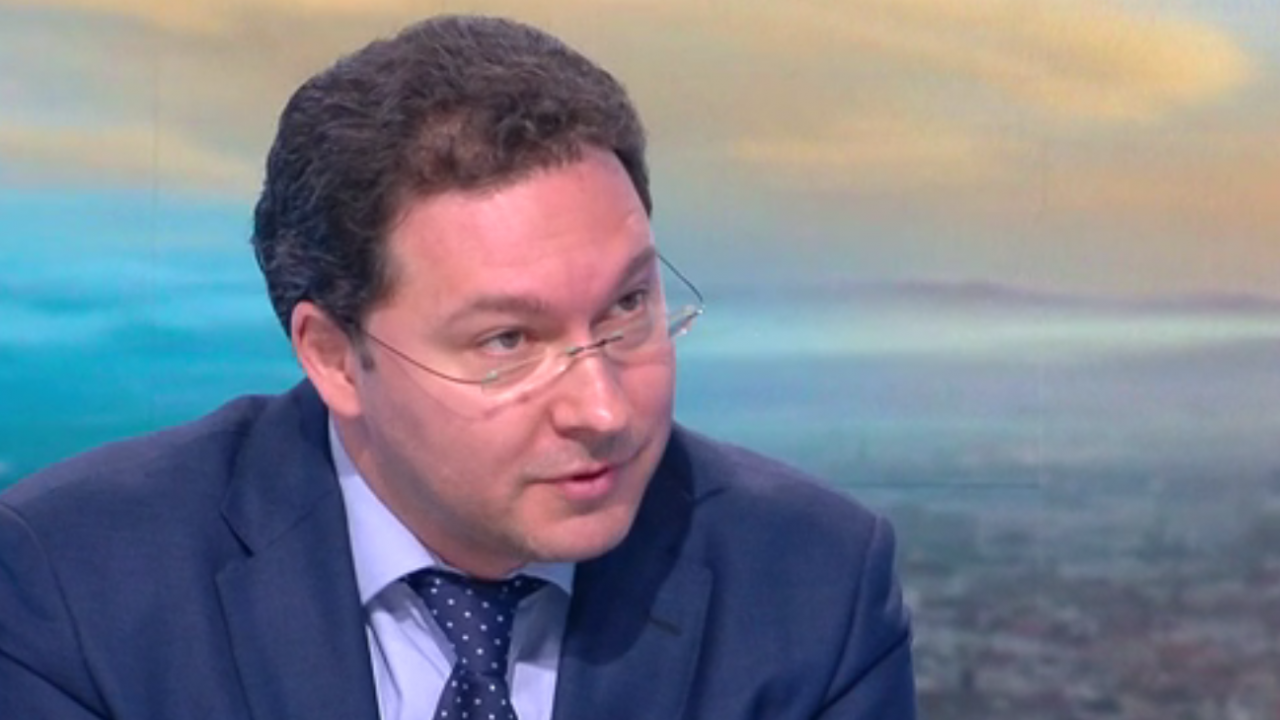 Даниел Митов: Служебният кабинет се опитва да обезглави структурите, които разкриха руските шпиони