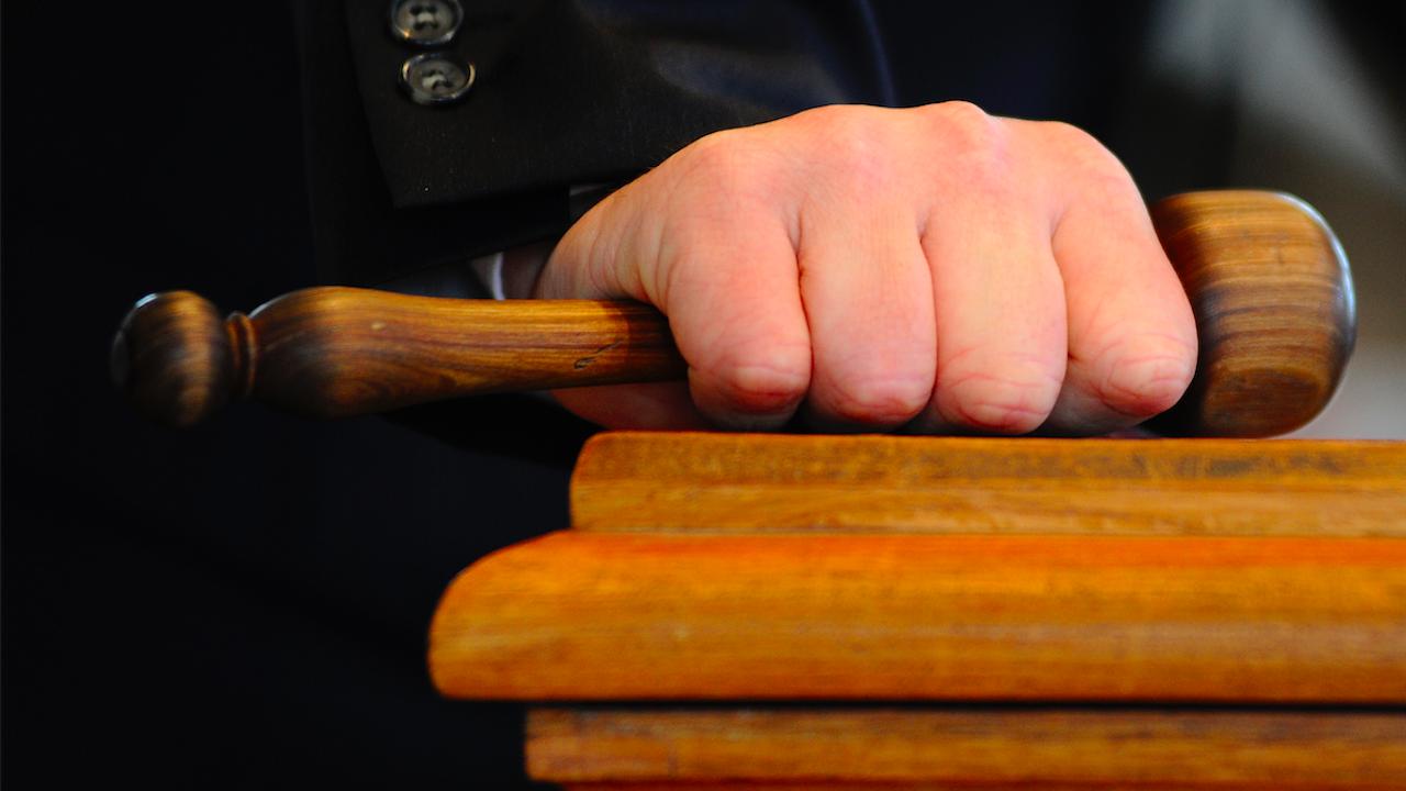 Осъдиха двама братя за кражбата на крупна сума от дома на възратсен мъж