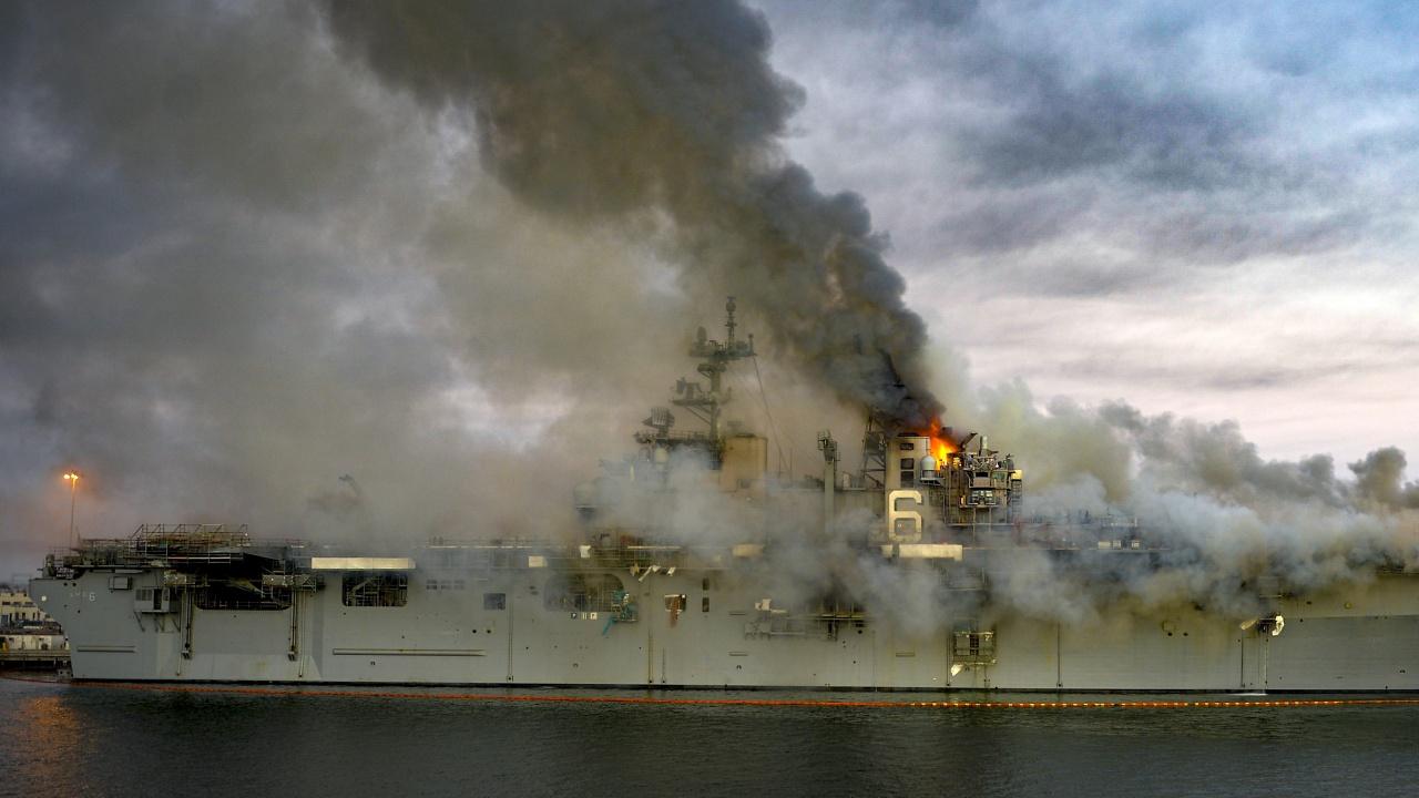 Подпален кораб предизвика опасност от екологична катастрофа в Шри Ланка