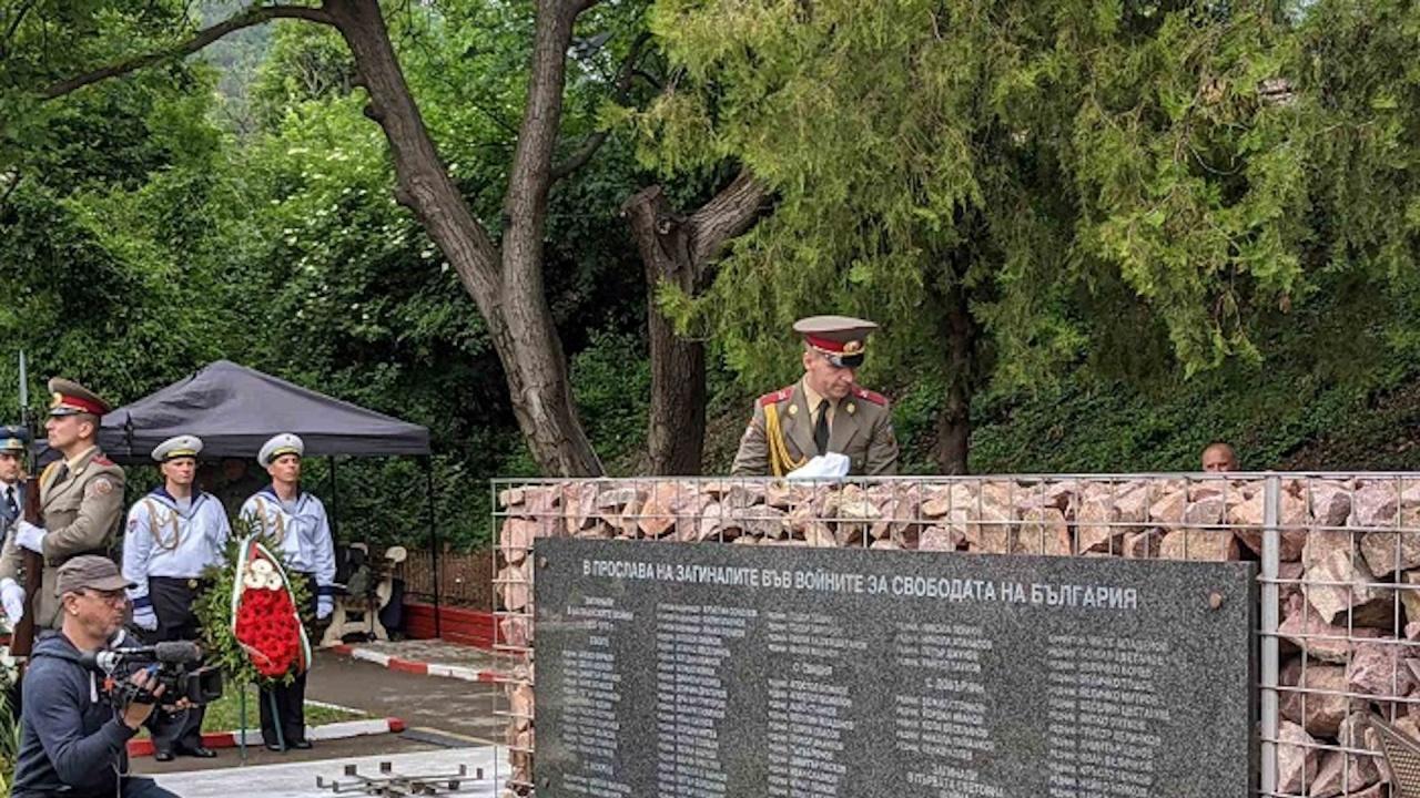 Заместник-началникът на отбраната генерал-лейтенант Димитър Илиев откри военен паметник в град Своге