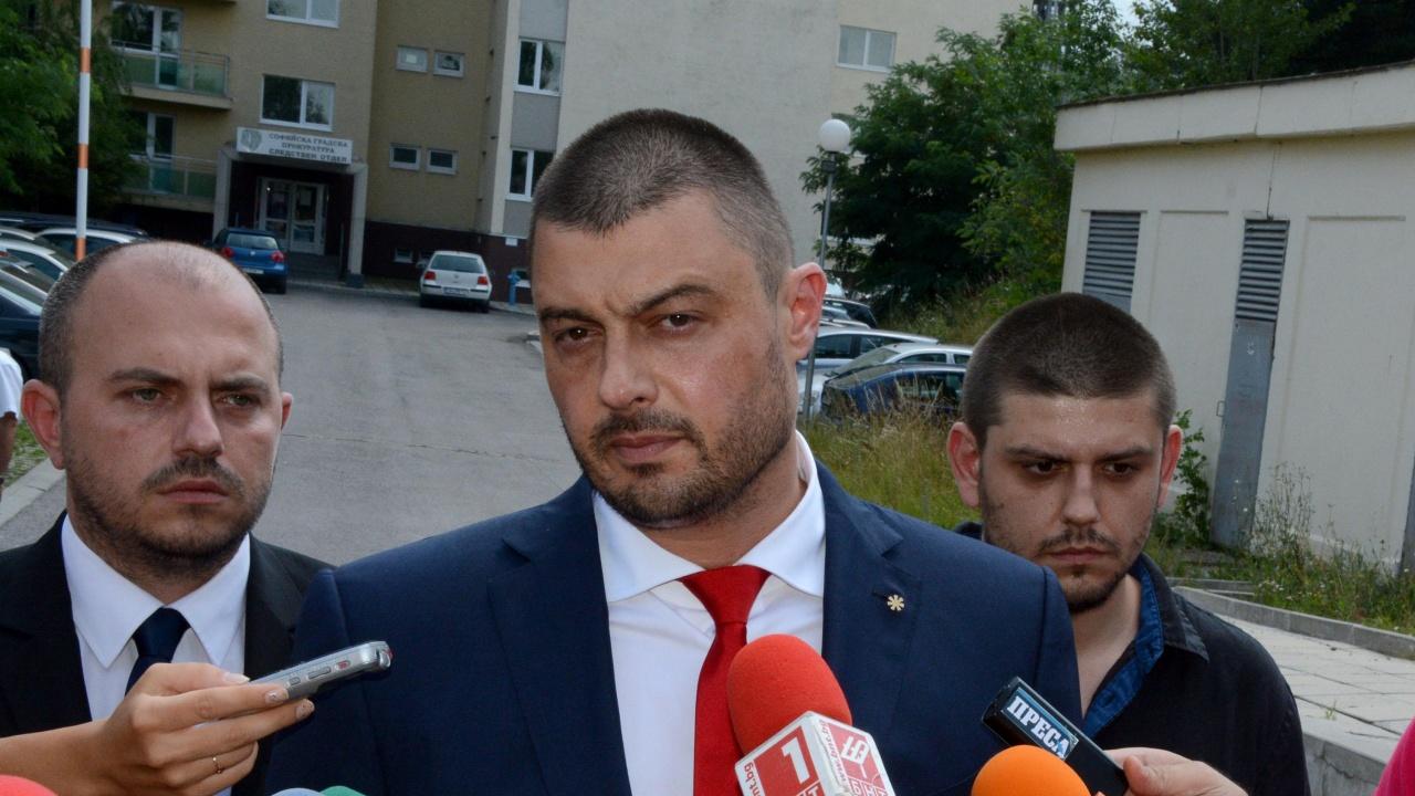 Бареков: Малко преди изборите Слави ще драсне два реда във Фейсбук и всички други потъват