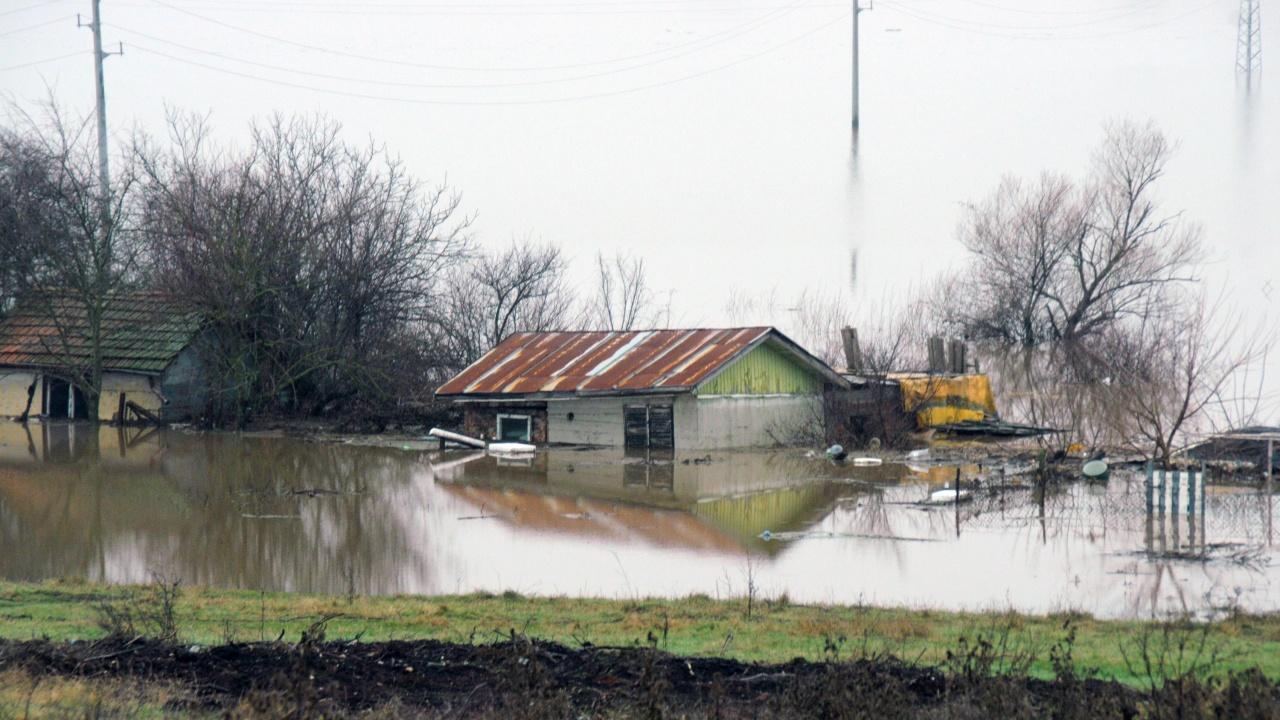 Порой в Пазарджик наводни приземни етажи и дворове