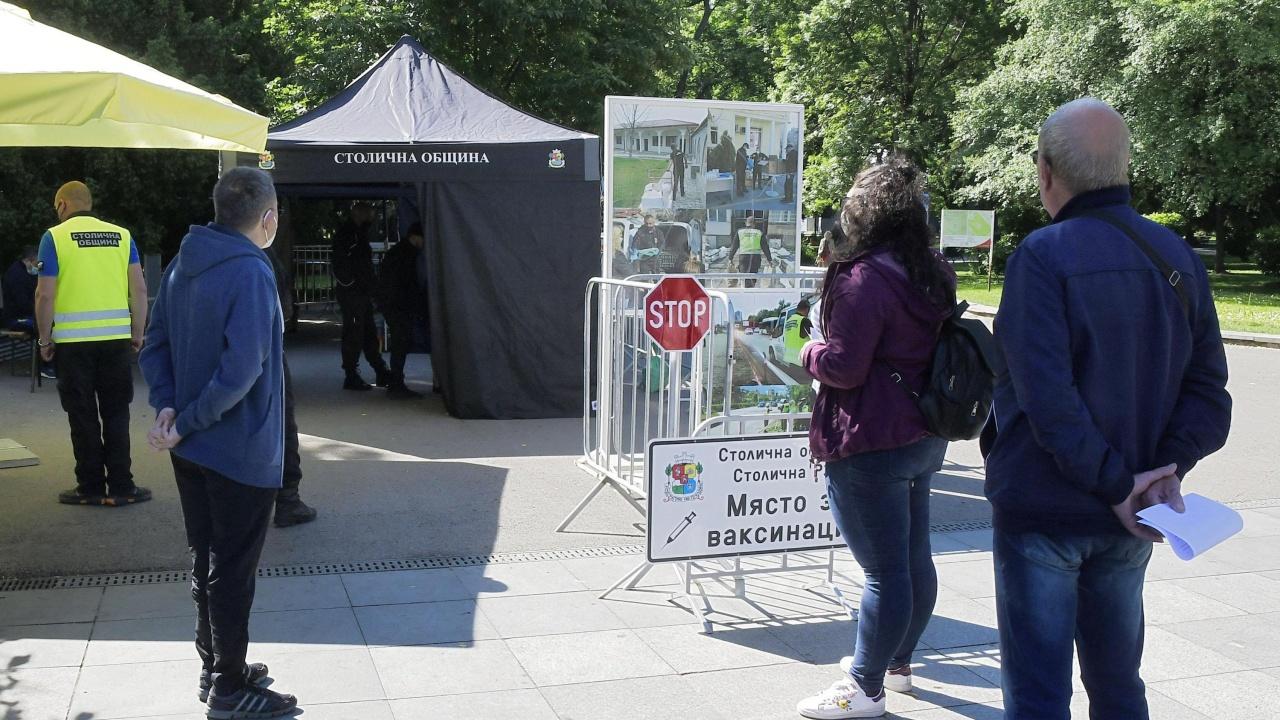 Водещите новини! Отвориха пунктове за ваксинация в столични паркове