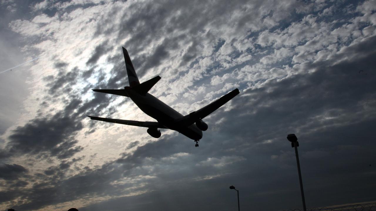 Излетя първият самолет с изгонени от Чехия руски дипломати