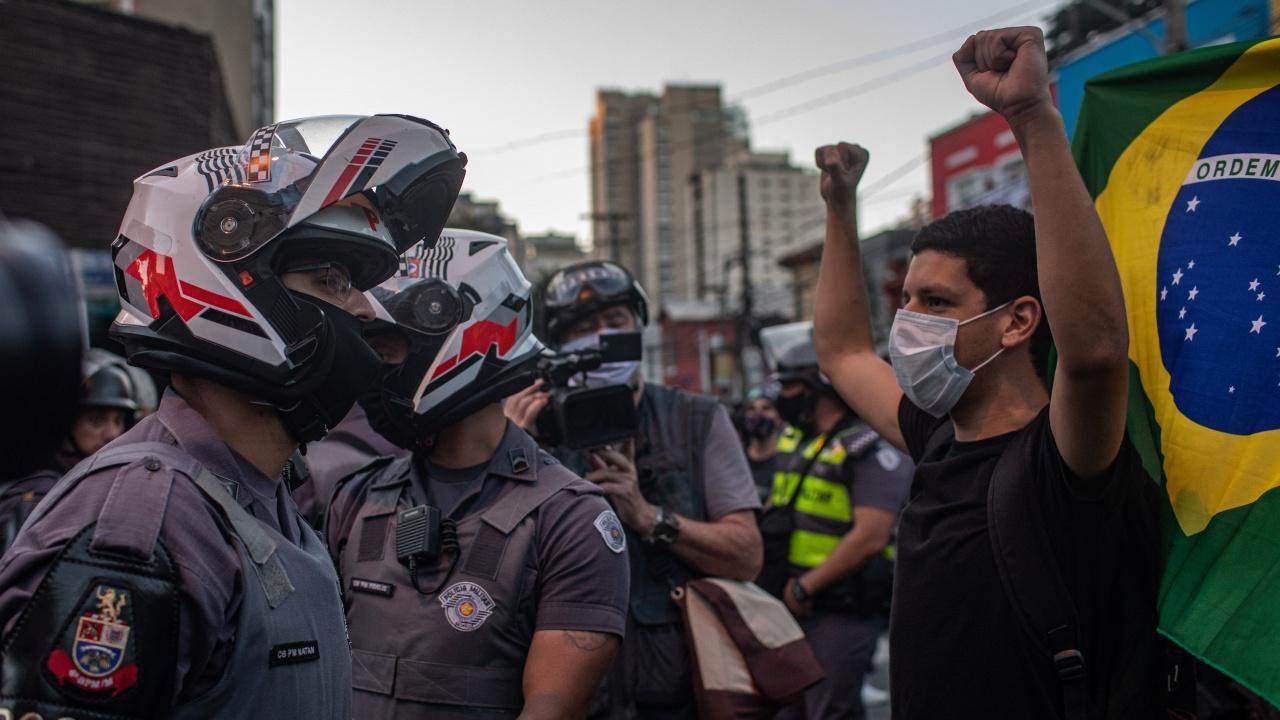 Бразилци протестираха срещу Болсонаро заради коронавируса