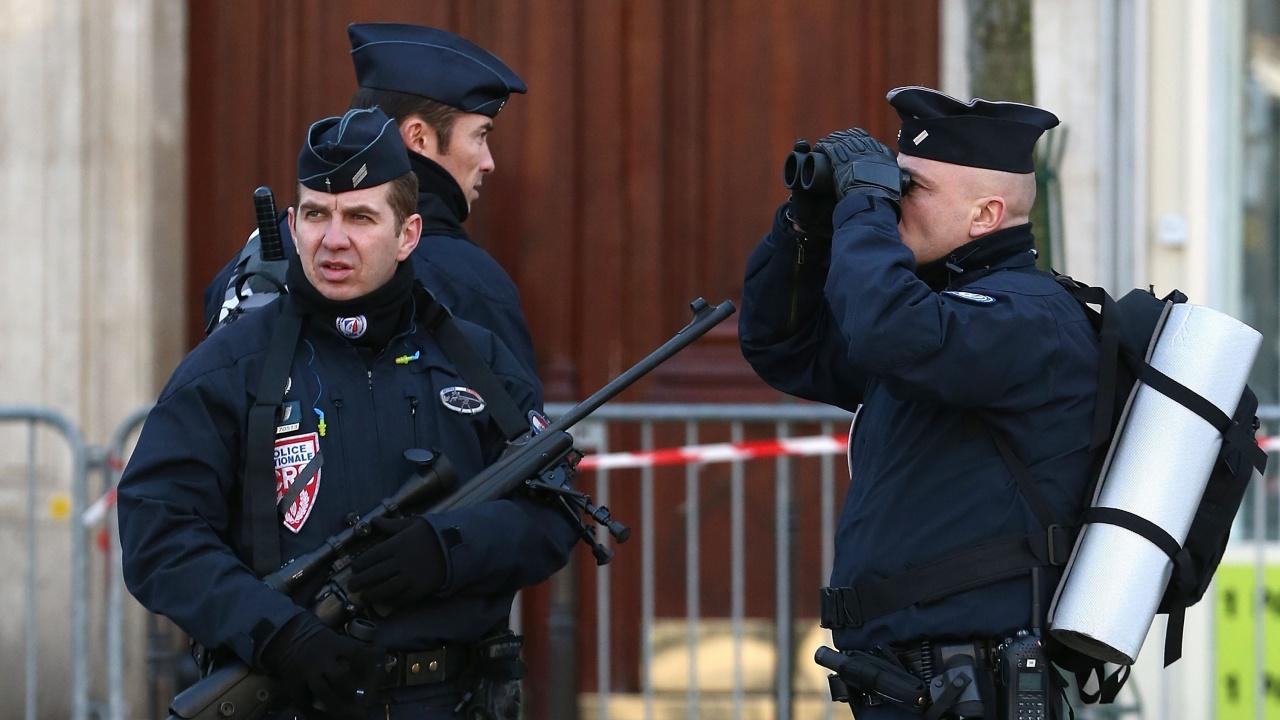 Голяма операция по издирване на тежковъоръжен бивш военен във Франция