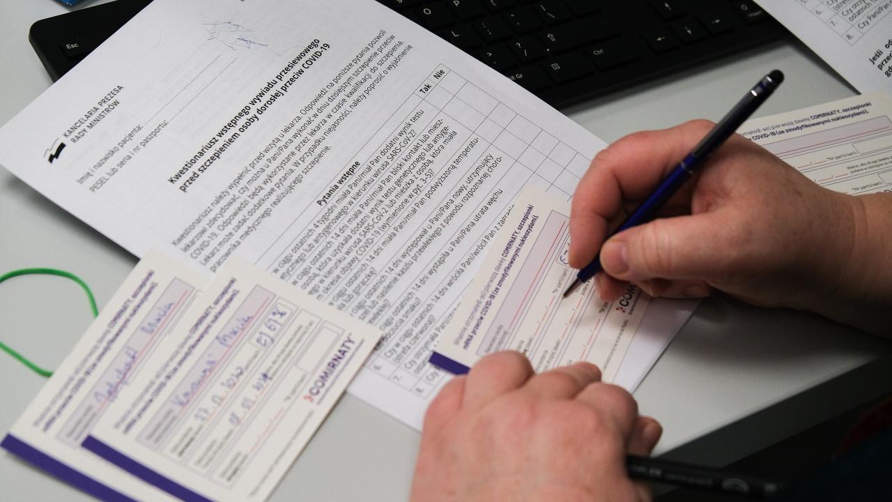 Великобритания планира да се откаже от паспортите за ваксинация срещу COVID?