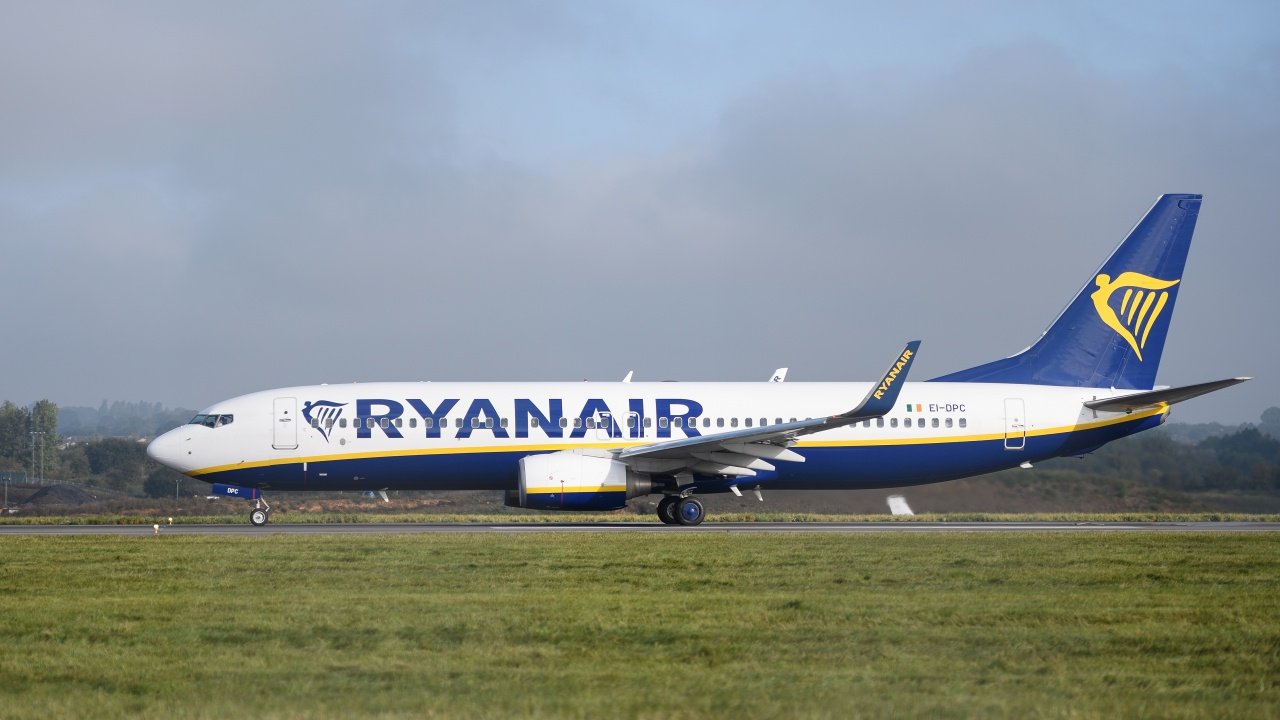 """Самолет на """"Райънеър"""" кацна извънредно в Берлин"""