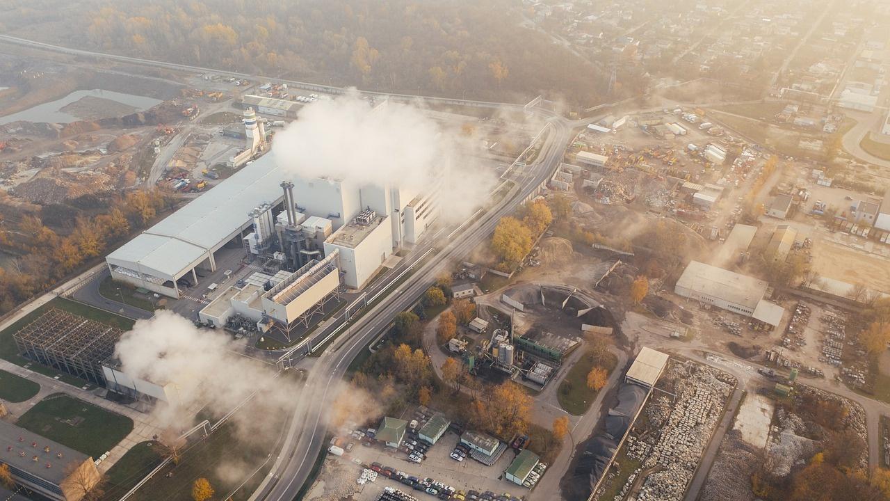 Марк Карни от ООН: Компаниите трябва да плащат повече за генерираното от тях замърсяване