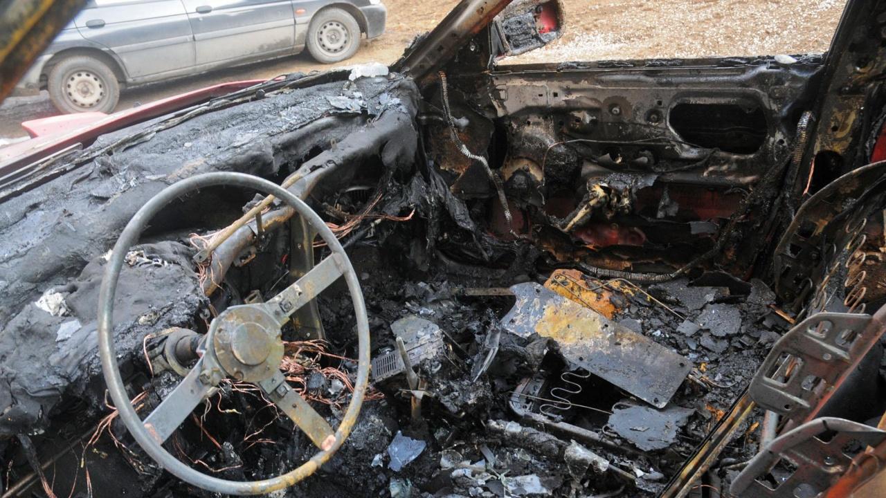 Запалиха колата на инспектор от ДАИ в Пазарджик