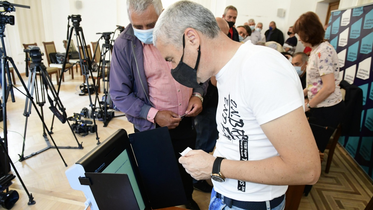 ЦИК купува още 1500 машини за гласуване за вота на 11 юли