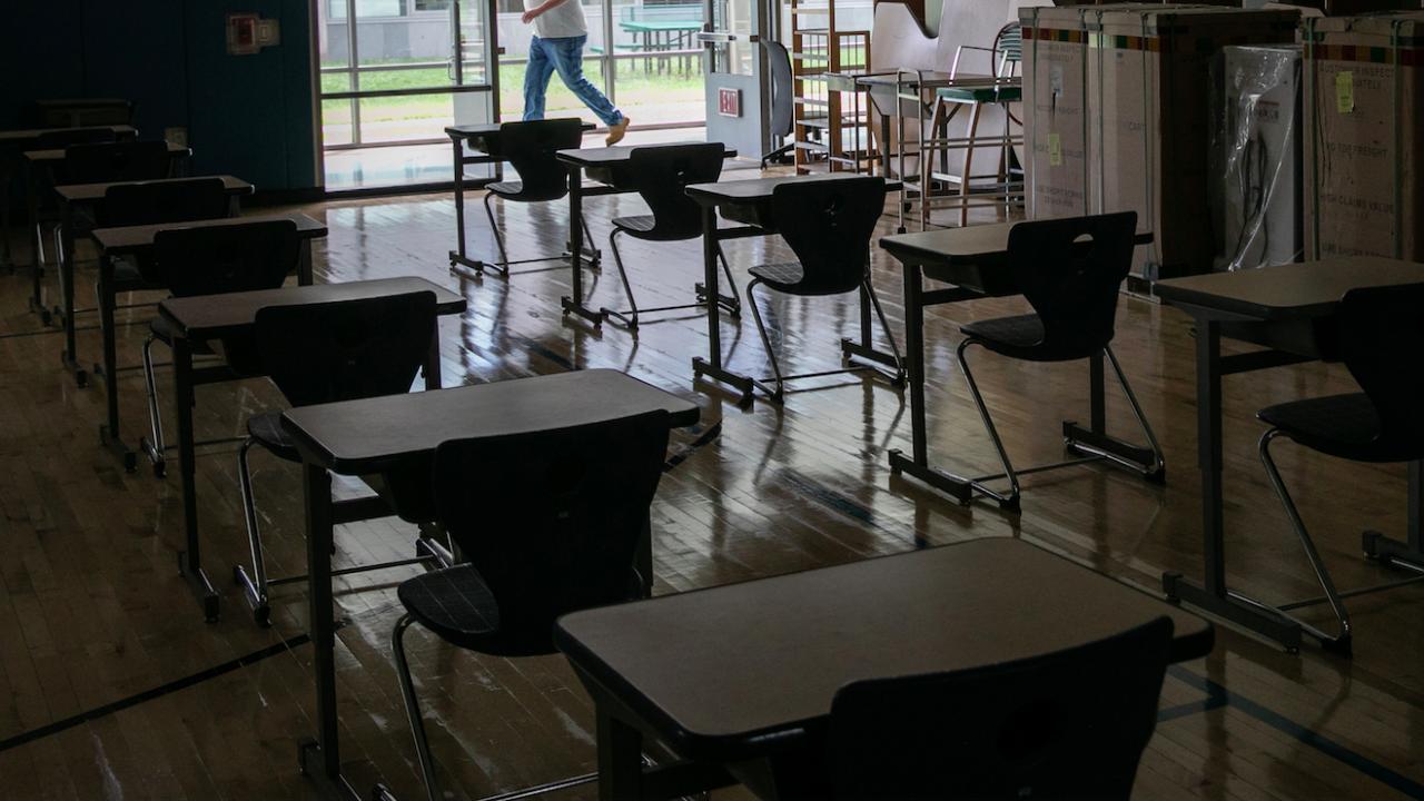 Ученици и учители в Мианма бойкотират училищата, отворени след четиримесечна пауза