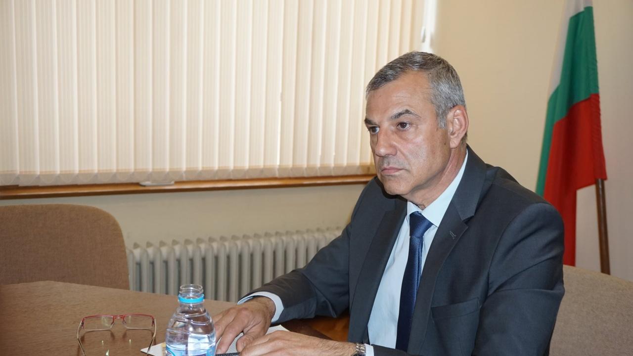 Областният управител на Хасково се опитва да предотврати протест заради спрени пътни ремонти