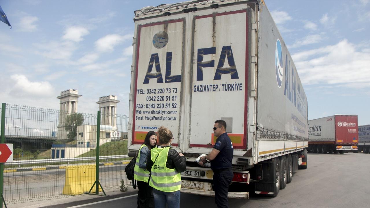 Общо 20 камиона с пластмасови отпадъци от Турция се връщат под строг контрол до мястото на изпращане